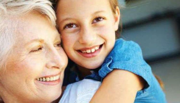 «Μόνο οι δυνατοί ξέρουν να ζητάνε συγγνώμη» – Ένα συγκινητικό γράμμα μιας γιαγιάς στην εγγονή της