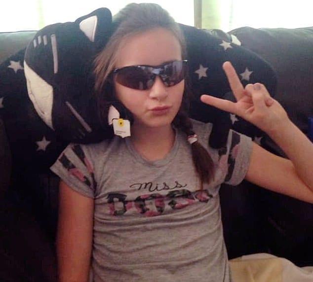 9bc6db0c30 Γονείς Προσοχή! 11χρονη τυφλώθηκε για 4 ημέρες από αποκριάτικους  χρωματιστούς φακούς επαφής