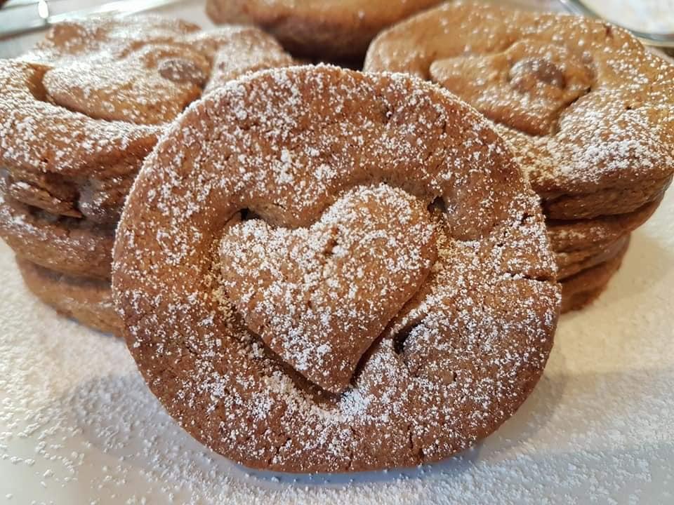 Μπισκότα με φυστικοβούτυρο ΜΟΝΟ με 4 υλικά!!