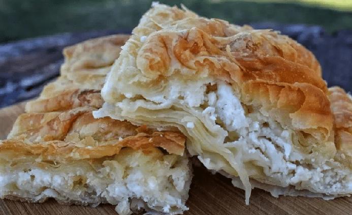 """Η πιο εύκολη """"χωριάτικη"""" τυρόπιτα με σπιτικό φύλλο - Greek feta pie"""