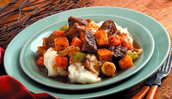 Συνταγές για παιδιά: Μοσχαράκι με λαχανικά στη γάστρα