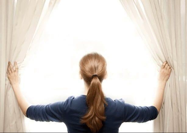 8+1 Κόλπα Για Να Διώξετε Τις Άσχημες Οσμές Από Το Υπνοδωμάτιο