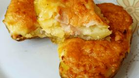 Πατάτες γεμιστές με ζαμπόν και τυρί εύκολες και νόστιμες!!