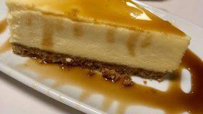 Cheesecake με κρέμα τυρί και σιρόπι καραμέλας !!!!