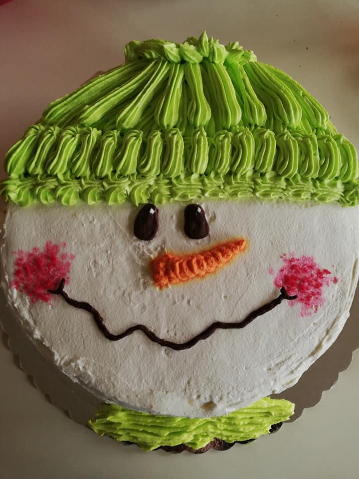 Τούρτα χιονάνθρωπος με μους λευκής σοκολάτας και μους φράουλας