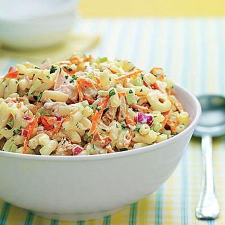 Πεντανόστιμες σαλάτες με πάστα στο ψυγείο μας