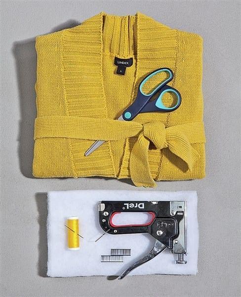 Πώς Να Ντύσετε Παλιά Σκαμπό Με Κομμάτια Από Μπλούζες!