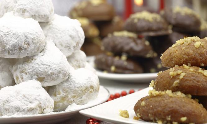 Μελομακάρονα και Κουραμπιέδες: Πώς προέκυψαν οι ονομασίες των Χριστουγεννιάτικων εδεσμάτων