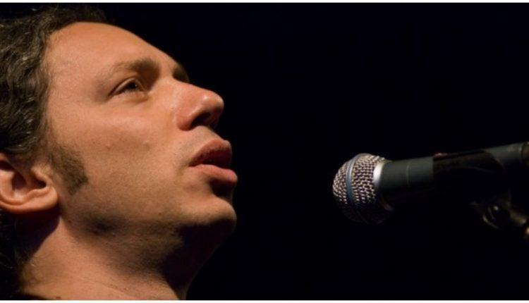 Αλκίνοος Ιωαννίδης: «Όσα η αγάπη ονειρεύεται, τ`αφήνει όνειρα η ζωή». Η ιστορία ενός υπέροχου τραγουδιού