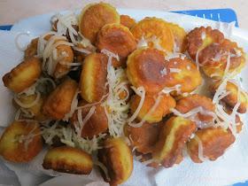Eύκολες, νόστιμες τραγανές τηγανιτές φούσκες με κασέρι!