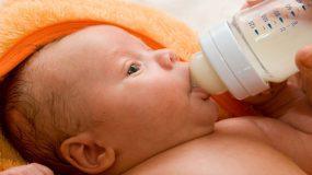Αυτό το ζευγάρι έκανε ένα μοιραίο λάθος όταν τάιζε το μωρό του