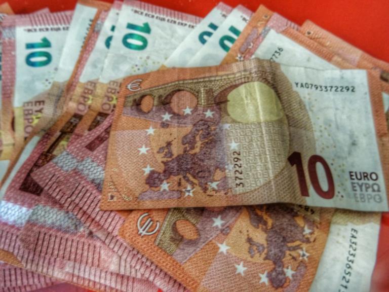 Κοινωνικό Μέρισμα: Ποιοι θα πάρουν τα χρήματα χωρίς αίτηση – Τι πρέπει να προσέξετε