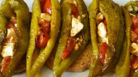 Εύκολο και γρήγορο ορεκτικό με πιπεριά? ντομάτα? και φέτα?
