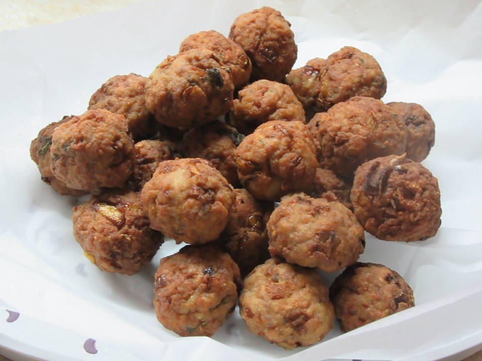 Κεφτεδάκια νησιώτικα με κιμα και βραστη πατάτα