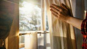 DIY: Πώς Θα Ζεστάνετε Το Σπίτι Με Μια Μικρή Αλλαγή Στις Κουρτίνες Που Ήδη Έχετε