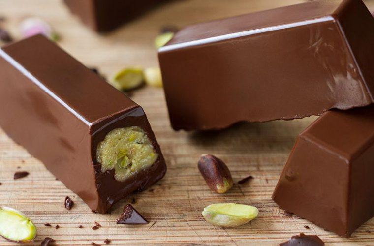 Το γλυκό του Άκη Πετρετζίκη με ταχίνι και σοκολάτα είναι τέλειο καιδεν έχει καθόλου ζάχαρη!
