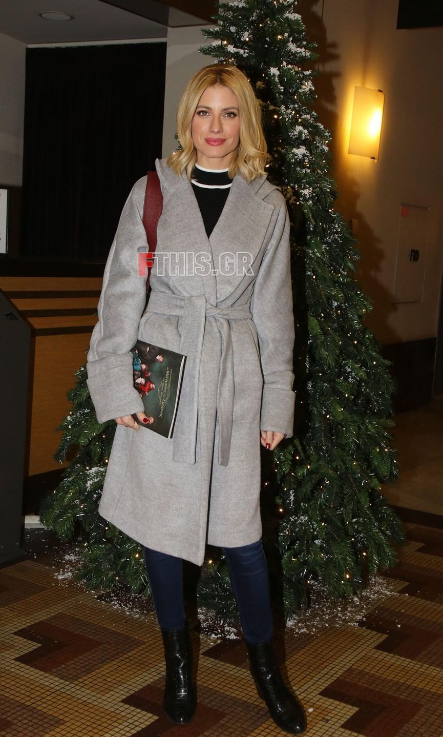 Το παλτό της Ευαγγελίας Αραβανή είναι η πιο έξυπνη αγορά με το δώρο Χριστουγέννων!