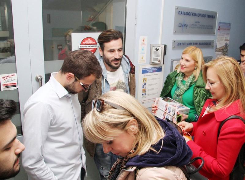 Ο Μαυρίδης μοίρασε παιχνίδια στο Παιδοογκολογικό του Ιπποκράτειου και σκόρπισε χαμόγελα χαράς στα παιδιά