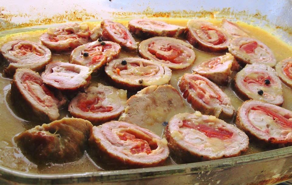 Χοιρινά σνίτσελ γεμιστά με σάλτσα μελιού και μουστάρδας