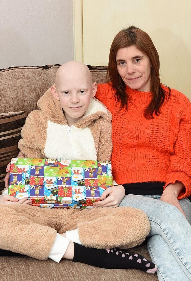 Νικητής: Εννιάχρονος που θεραπεύτηκε από καρκίνο στον εγκέφαλο κάνει τον «γύρο του θριάμβου» μέσα σε αποθέωση (pics & vid)