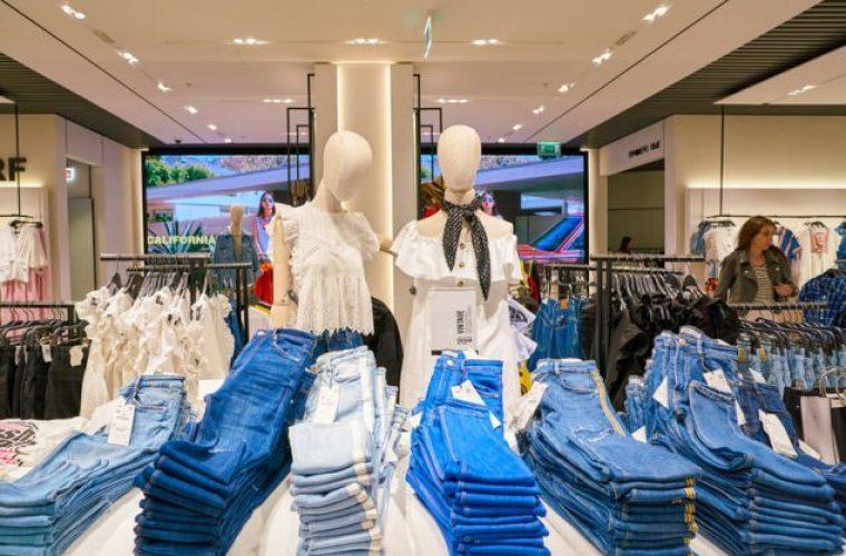 Υπάλληλος αποκαλύπτει το μυστικό των Zara: Τι γίνονται τα λεκιασμένα και σκισμένα ρούχα;