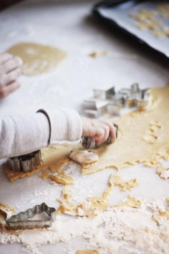 Γνωρίζατε ότι δεν πρέπει να δίνετε στα παιδιά να δοκιμάζουν ωμή ζύμη για γλυκά;