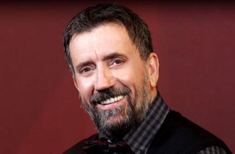 Κόπηκε απ' το «Στην υγειά μας»: O τραγουδιστής που έφαγε άκυρο απ' τον Σπύρο λόγω συμπεριφοράς