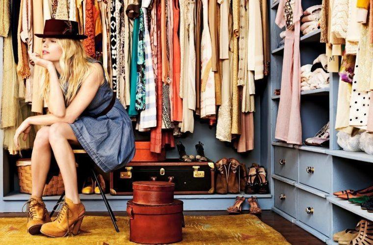 Τα 5 φορέματα που πρέπει κάθε γυναίκα να έχει στη ντουλάπα της!