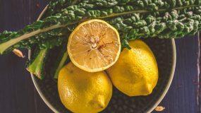 Πώς να εξαφανίσεις τις έντονες μυρωδιές από τα χέρια σου με 6 υλικά που έχεις στο ντουλάπι σου
