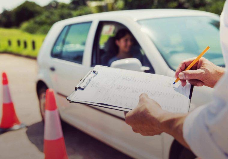 Δίπλωμα οδήγησης από τα 17 – Τι αλλάζει στον τρόπο εξέτασης