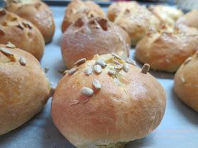 Τα πιο γρήγορα ψωμάκια γιαουρτιού, χωρίς μαγιά!