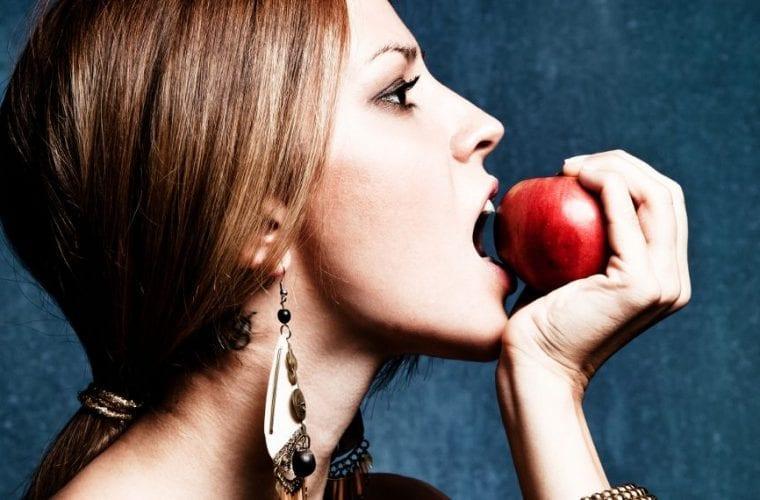 4 διαιτολόγοι αποκαλύπτουν το μοναδικό πράγμα που πρέπει να σταματήσεις να τρως το 2020