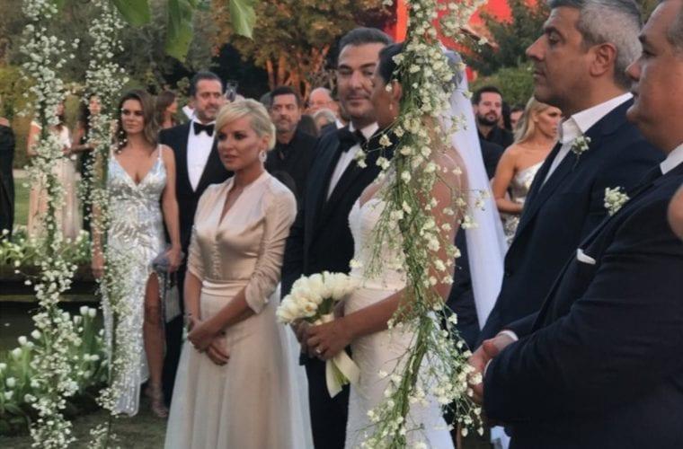 Αντώνης Ρέμος – Υβόννη Μπόσνιακ: Πέντε φωτογραφίες από τον γάμο τους που σίγουρα δεν έχεις ξαναδεί!