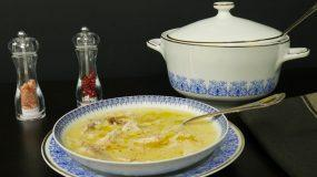 Συνταγές για παιδιά: Κοτόσουπα με αυγολέμονο
