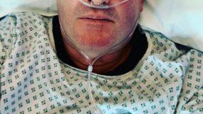 Στο νοσοκομείο γνωστός παρουσιαστής! Η φωτογραφία που σόκαρε τους διαδικτυακούς του φίλους…