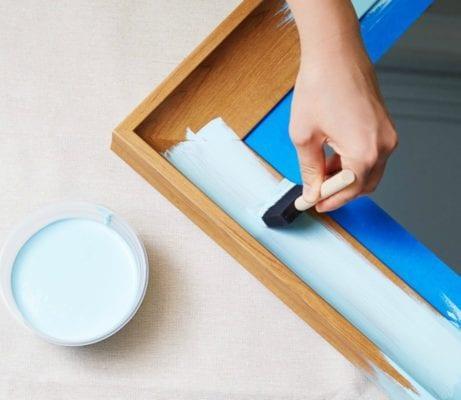 DIY: Δείτε Πώς Μπορείτε Να Μεταμορφώσετε Το Μπάνιο Σας Με Ένα Κουτί Μπογιά!
