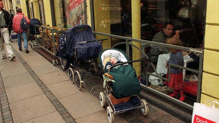 Για ποιο λόγο οι Βόρειοι αφήνουν τα καρότσια με τα μωρά έξω στο πολικό κρύο;