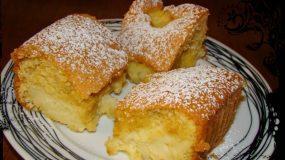 Εύκολο, ελαφρύ κέικ ταψιού με κρέμα