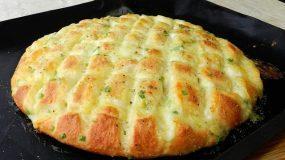 Νόστιμο ψωμί με σκόρδο και μοτσαρέλα