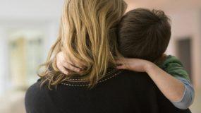 Μαμά δεν με θέλουν: Τι απαντάς στο παιδί σου όταν νιώθει απόρριψη;