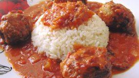Μοσχομυριστά σουτζουκάκια με ρύζι!!
