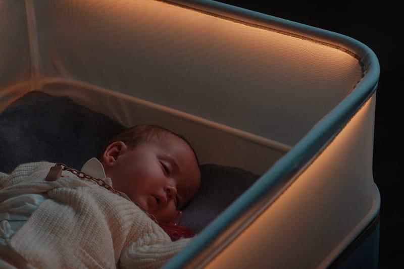 Η Ford έβγαλε κούνια που κοιμίζει τα μωρά σαν να βρίσκονται σε αυτοκίνητο