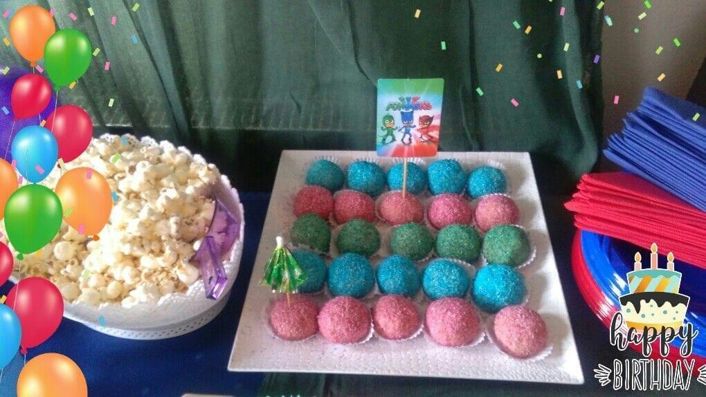 Χρωματιστά τρουφάκια γενεθλίων