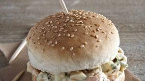 Burger σαν κοτοσαλάτα για τους μικρους μας φιλους!