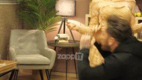 Μαλλιά κουβάρια ο Δώρος με την Αθηνά στον Αρναούτογλου! Έφυγαν καρέκλες στο γύρισμα! [vid]