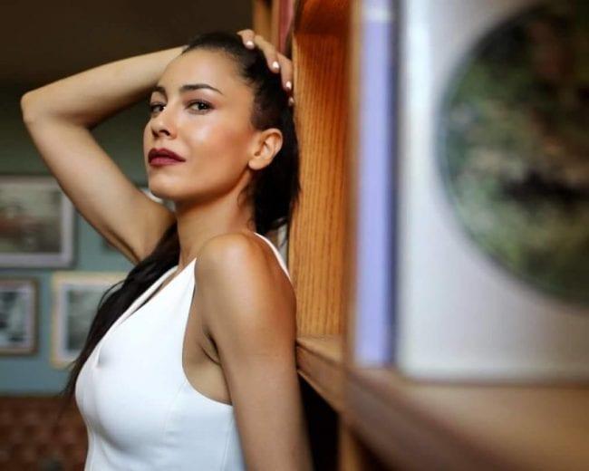 Πρωταγωνίστρια του «Μπρούσκο» εισβάλλει στο «Τατουάζ» και φέρνει τα πάνω-κάτω!