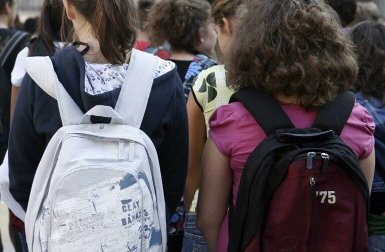 Μία 12χρονη μαθήτρια μίλησε στους καθηγητές της στο σχολείο, και τους αποκάλυψε τι ήταν αυτό που την απασχολούσε. Εκείνοι ενημέρωσαν την αστυνομία!!