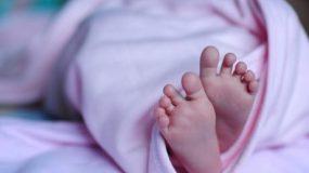 Παραλίγο δράμα με βρέφος 5 μηνών: Vegan γονείς έδιναν εναλλακτικό «γάλα»