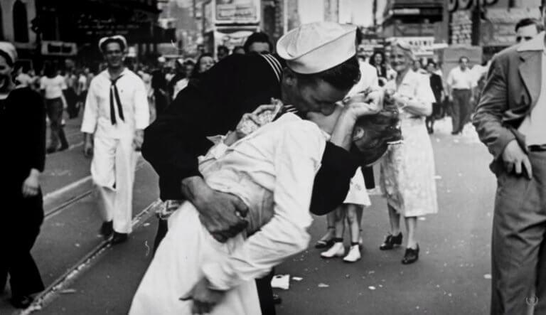 Πέθανε ο ναύτης του «φιλιού της Τάιμς Σκουέρ»! video, pics