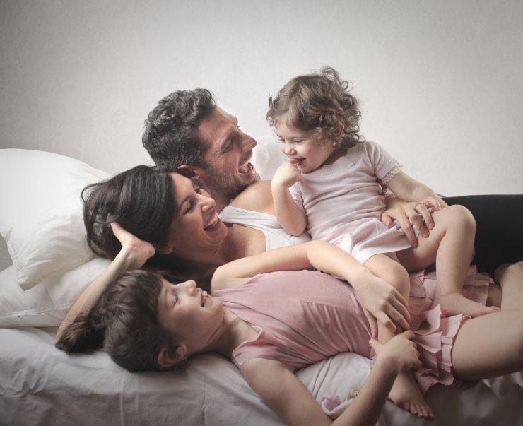 H κίνηση που ανανεώνει τη σχέση των παντρεμένων ζευγαριών όταν έρχονται παιδιά
